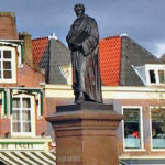 Hugo-de-Groot-(Grotius)-monument-statue-Delft-Holland