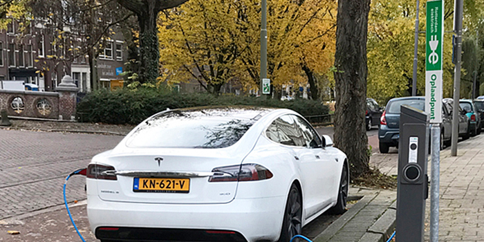 car charging point in Rotterdam Netherlands expatINFOholland