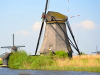 Kinderdijk-historic-windmill-park-in-Netherlands